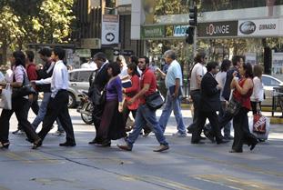movimiento de vehículos y peatones