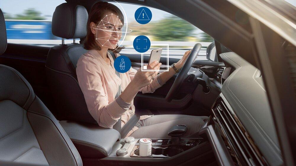 Sistemas ADAS permitidos al realizar el examen práctico de conducir