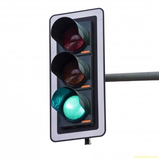 Los sem foros para veh culos peatones y dem s veh culos for Luz blanca o amarilla