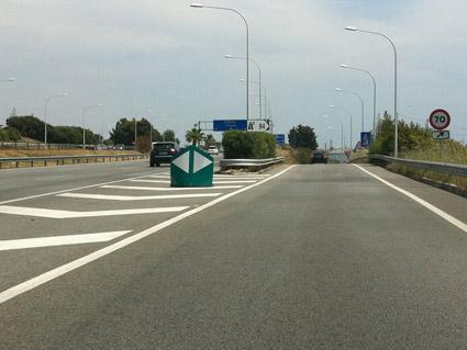 Deceleration lane